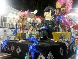 Escola de Samba Unidos das Vilas do Retiro Juiz de Fora (Foto: Roberta Oliveira/G1)