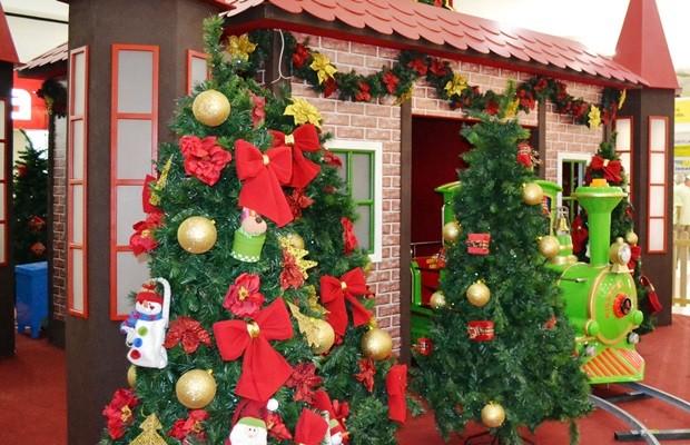 Tradicionais árvores de Natal são a atração do Araguaia Shopping (Foto: Divulgação)