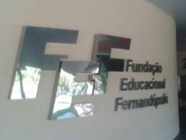 Fundação Educacional de Fernandópolis é alvo de fraudes investigadas pela Polícia Federal (Foto: Reprodução / TV TEM)