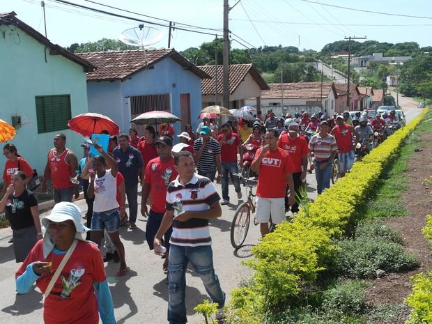 Servidores de Taguatinga fazem protesto pelas ruas da cidade (Foto: Divulgação/Sisepe-TO)