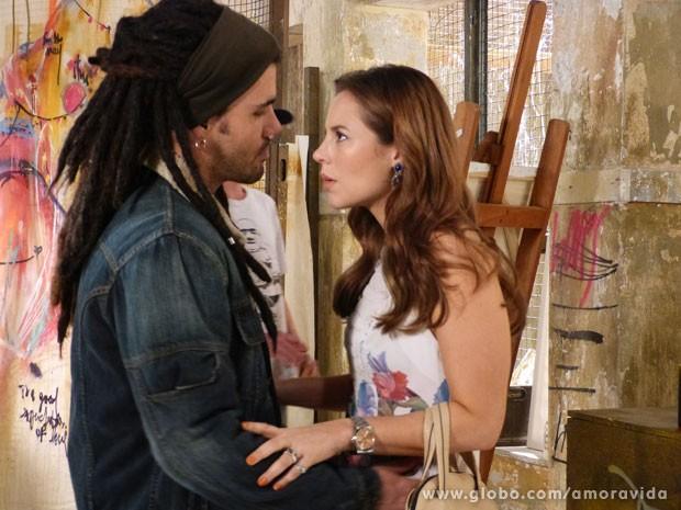 Paloma diz que Ninho tem que mudar visual (Foto: Amor à Vida / TV Globo)