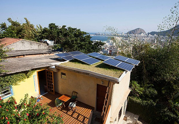 Hostel em morro do Rio de Janeiro: energia solar (Foto: Reprodução/Facebook)