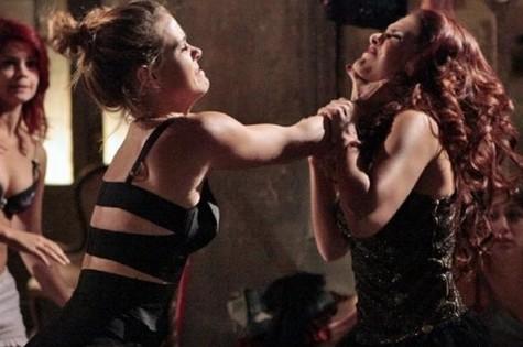 Carolina Dieckmann e Paloma Bernardi em cena de 'Salve Jorge' (Foto: Reprodução)