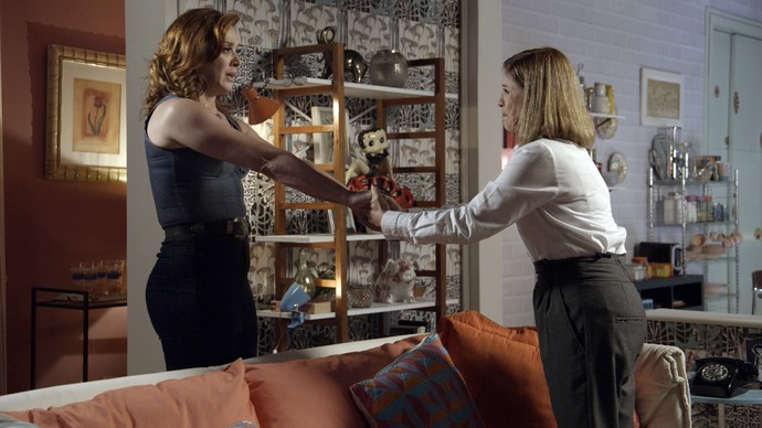 Salete dá força para a amiga (Foto: TV Globo)