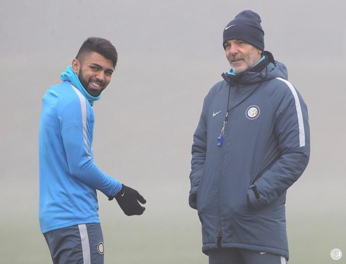 Gabigol e Pioli no treino do Internazionale (Foto: Reprodução Facebook do Internazionale)