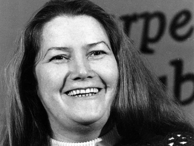 A escritora Colleen McCullough em evento em Nova York, em 1977 (Foto: AP Photo/File)