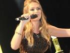 Fani anima festa como apresentadora em Florianópolis
