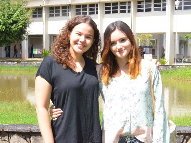 Maria Clara (2º lugar) e Janis Joplim (1º lugar) foram as primeiras colocadas no vestibular do IFPE. (Foto: Divulgação / IFPE)