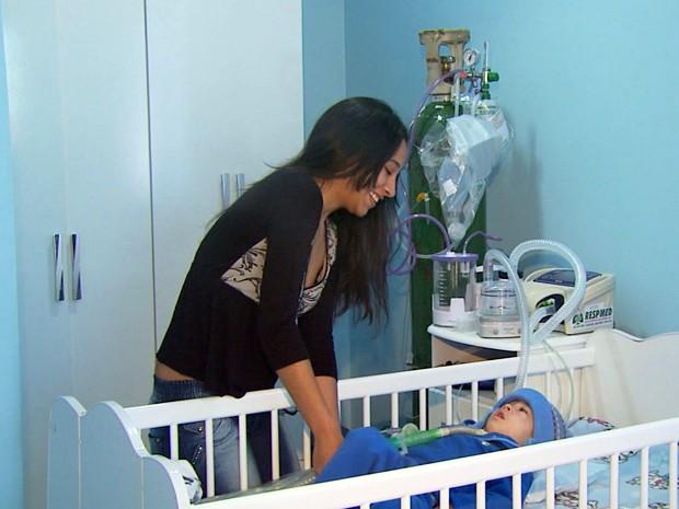 Após mais de 1 ano morando em hospital, criança pode ir pra casa em Poços (Foto: Reprodução EPTV)
