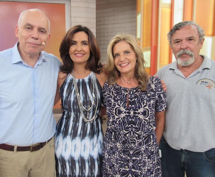 Convidados posam com a Fátima depois do 'Encontro'  (Foto: Priscilla Massena/Gshow)