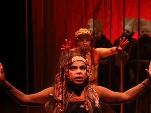 Espetáculo 'A Grande Serpente' é apresentado pelo Grupo Imbuaça  (Foto: Vinícius Vini/Divulgação)