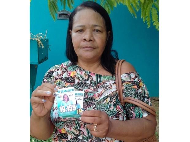 Dia de votação em Guajará-Mirim: Candidata a vereadora erra número em santinhos de campanha (Foto: Júnior Freitas/G1)