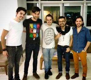 Gustavo foi ao Rio de Janeiro para apoiar o irmão Leo e fez foto com a Pagan John nos bastidores do SuperStar (Foto: Arquivo pessoal)