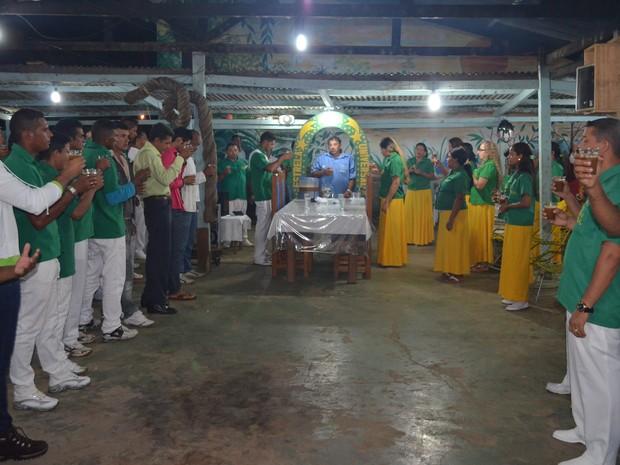 Membro da União do Vegetal participam de sessão todos os sábados (Foto: Janine Brasil/G1)