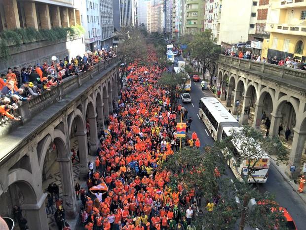 Multidão no centro de Porto Alegre (Foto: Caetanno Freitas/G1)