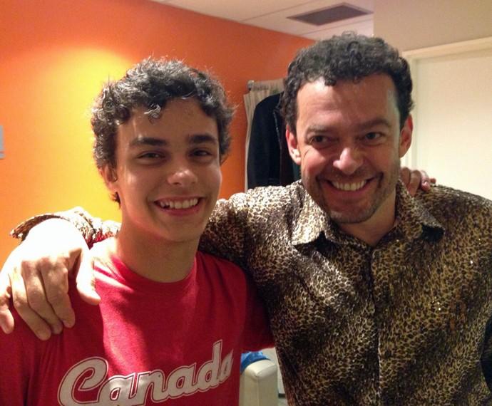 Fernando Rocha posa com filho no bastidor do Domingão (Foto: Tatiana Helich/Gshow)