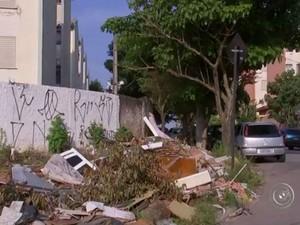 Entulho em um bairro sorocabano (Foto: Reprodução/TV TEM)