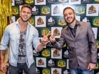 Ex-BBBs Max e Jonas se encontram durante evento em Curitiba