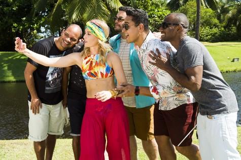 Angélica com o grupo Harmonia do Samba (Foto: João Miguel Júnior/ TV Globo)