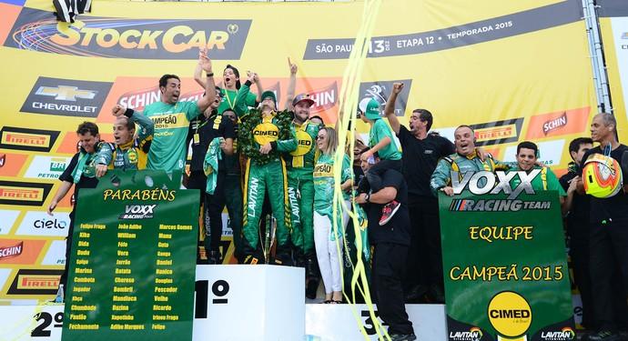 Marcos Gomes comemora título da Stock Car (Foto: Fernanda Freixosa)