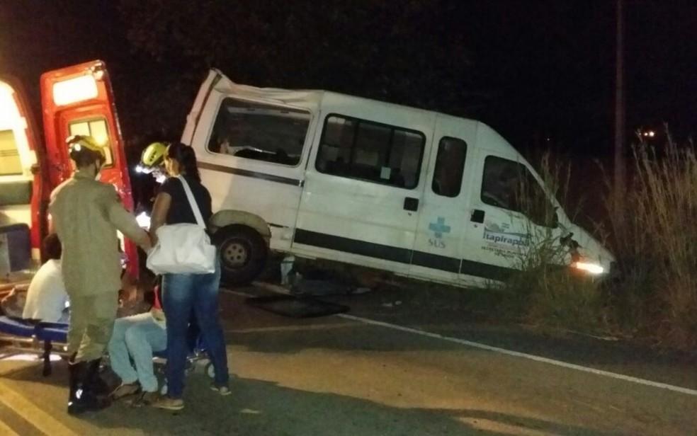 Acidente na GO-070 deixou três mortos e ao menos sete pessoas feridas na cidade de Goiás (Foto: Reprodução/Corpo de Bombeiros)