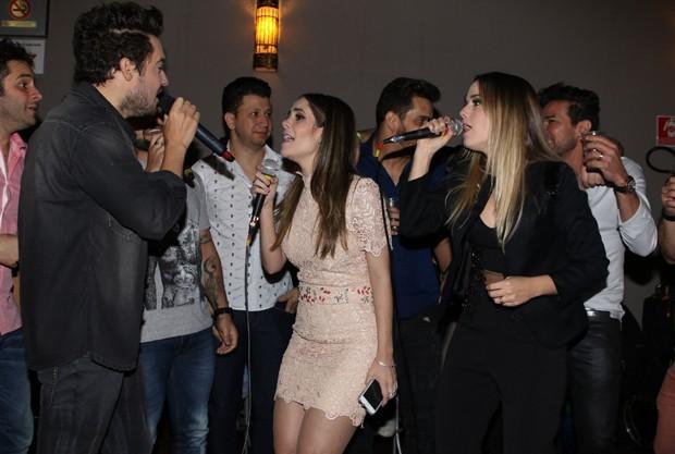 Sorocaba canta com amigos sertanejos em aniversário (Foto: Thiago Duran  / Agnews)