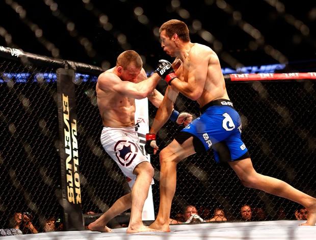 Magnus Cedenblad luta contra Krzysztof Jotko UFC em Berlim (Foto: AFP)