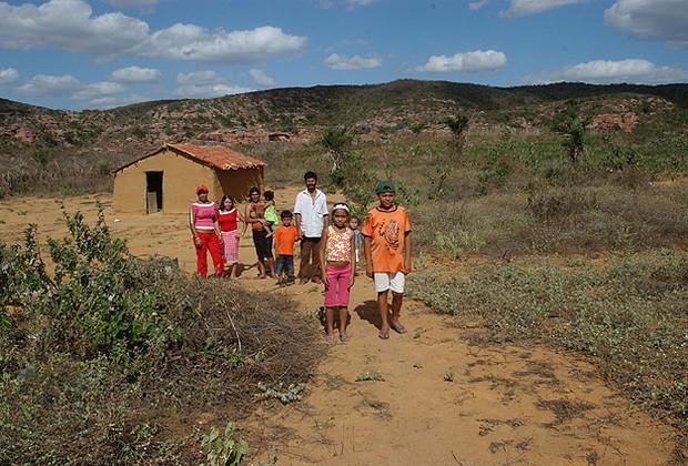 O dinheiro do Bolsa-Família trouxe poder de escolha às mulheres do sertão (Foto: Editora Globo)