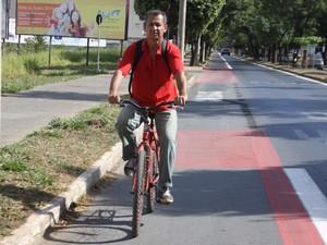 O uso da faixa é exclusivo para bicicletas, de acordo com o Código Brasileiro de Trânsito. (Foto: Wilson Medeiros)