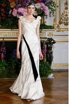 Veja opções de vestidos de casamento para Kelly Osbourne