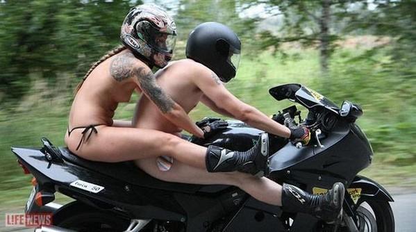 Andando de moto sem camisa1  Mundomoto