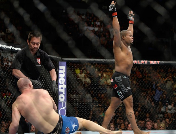 Cormier contra Cummins no UFC 170 (Foto: Getty Images)