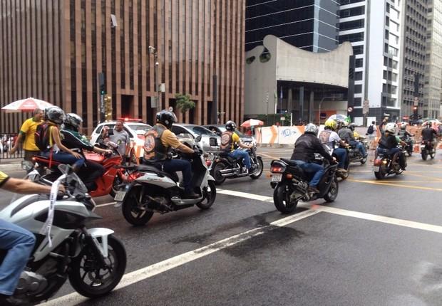 Motociclistas na Paulista em São Paulo (Foto: Aline Ribeiro/ÉPOCA)