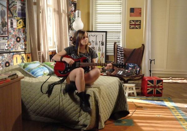 Lia no quarto (Foto: TV Globo/Malhação)