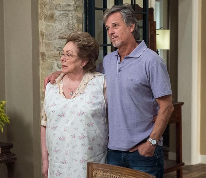 Carinho de mãe e filho em cena de 'Sol Nascente' (Foto: TV Globo / Estevam Avellar)