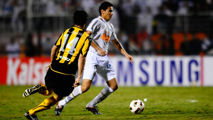 Ganso Santos x Peñarol (Foto: Marcos Ribolli / Globoesporte.com)