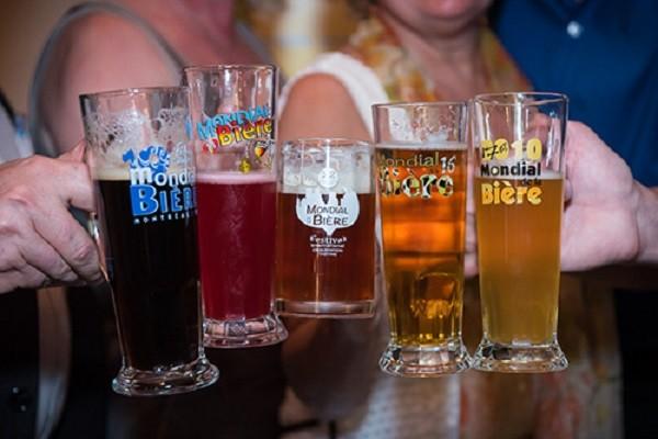 Copos da versão canadense do Mondial de la Bière