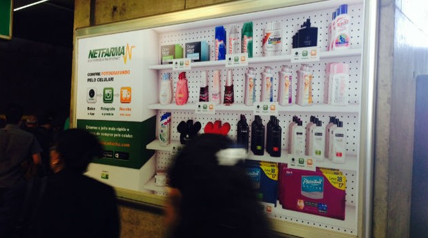 """""""Farmácia virtual"""" da Netfarma no Metrô de São Paulo (Foto: Divulgação)"""