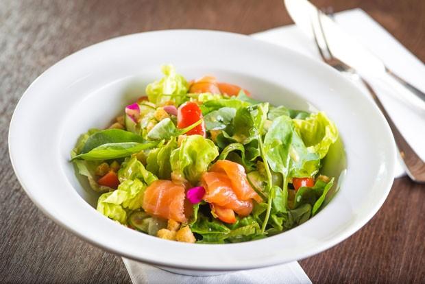 Receita: salada de salmão curado (Foto: Divulgação)