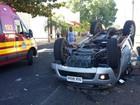 Caminhonete capota em cruzamento de Uberlândia e três pessoas se ferem