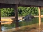 Bombeiros encontram corpo de caminhoneiro que caiu em rio de GO