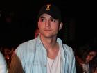 Ashton Kutcher entra com pedido de divórcio de Demi Moore, diz site