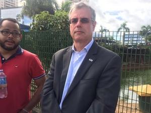 Presidente da OAB-BA, Luiz Viana, esteve no local  (Foto: Maiana Belo/G1)