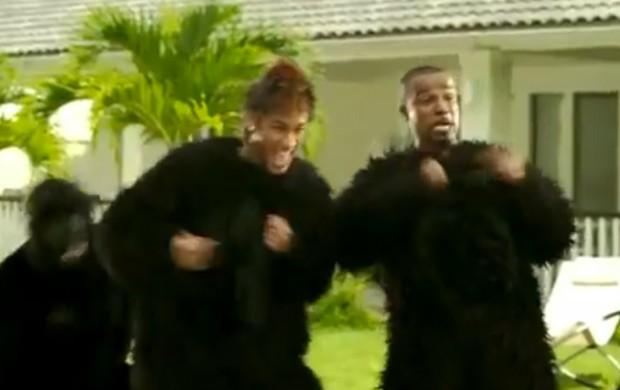 Neymar e Alexandre Pires vestidos de macaco (Foto: Reprodução)