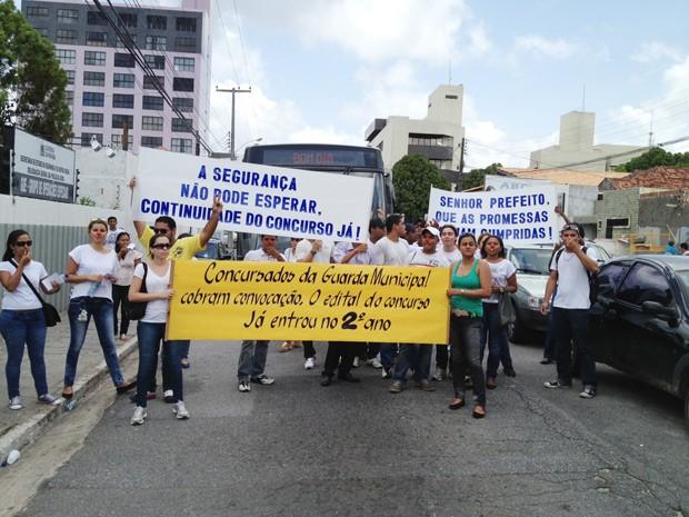 Protesto é contra o atraso no curso de formação da Guarda Municipal  (Foto: Walter Paparazzo/G1)