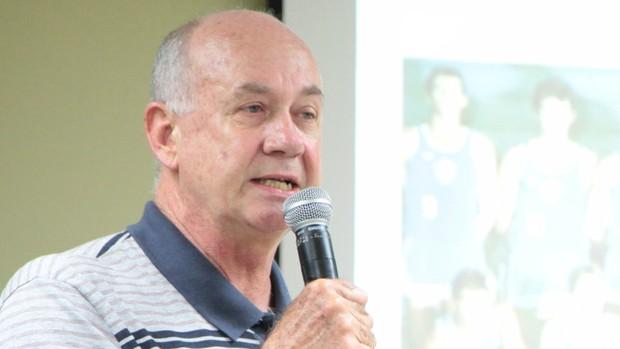 O ex-atleta Zé Geraldo durante palestra para os servidores da prefeitura de São José dos Campos (Foto: Ronny Santos / PMSJC)