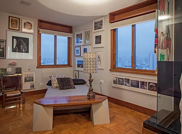 cama-quarto-quadros-madeira-janelas (Foto: Gui Morelli/Editora Globo)