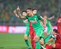 Golaço de Ralf tira Beijing da zona; Guangzhou lidera com gol de Alan