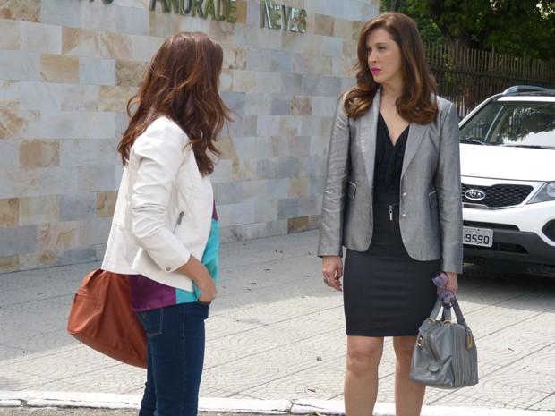 Marcia não engola a petulância de Lívia (Foto: Salve Jorge/TV Globo)