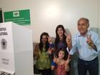 Tião Bocalom vota em Rio Branco acompanhado das netas